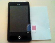 Eerste foto's van superkleine HTC Aria