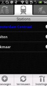 De lijst met stations. Onderin zie je de menu-optie voor de instellingen.