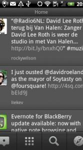 Berichten in de tijdlijn van TweetDeck. Dit kan ook een mix van Twitter, Foursquare, etc. zijn.
