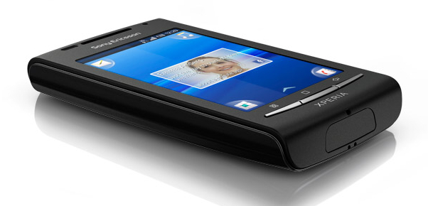 Zwarte Sony Ericsson Xperia X8 gespot