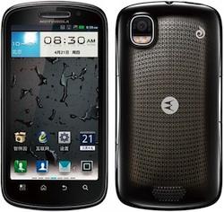 Motorola kondigt MOTO XT882 triple-dual telefoon met Android aan