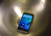 Video: nieuwe HTC One kan tegen meer dan een spatje water