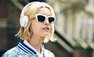 Samsung-Level-Lifestyle-Image-81