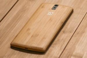 Foto's: OnePlus One Bamboo cover kost 40 euro, vanaf eind augustus te koop