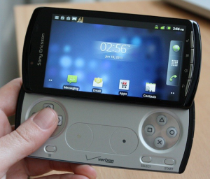 xperia_play_front_open_hold
