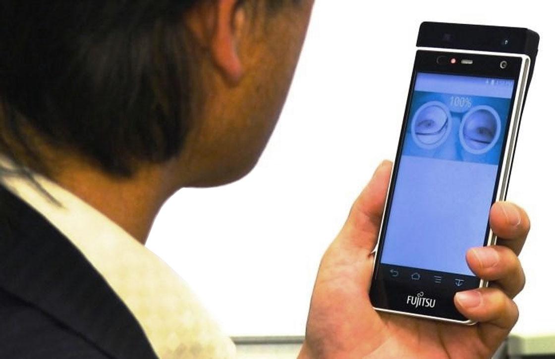 Video: Fujitsu toont smartphone met irisscanner op MWC