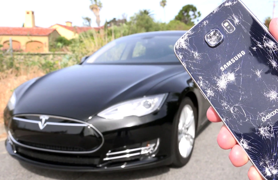 Video: Samsung Galaxy S6 overreden door Tesla Model S