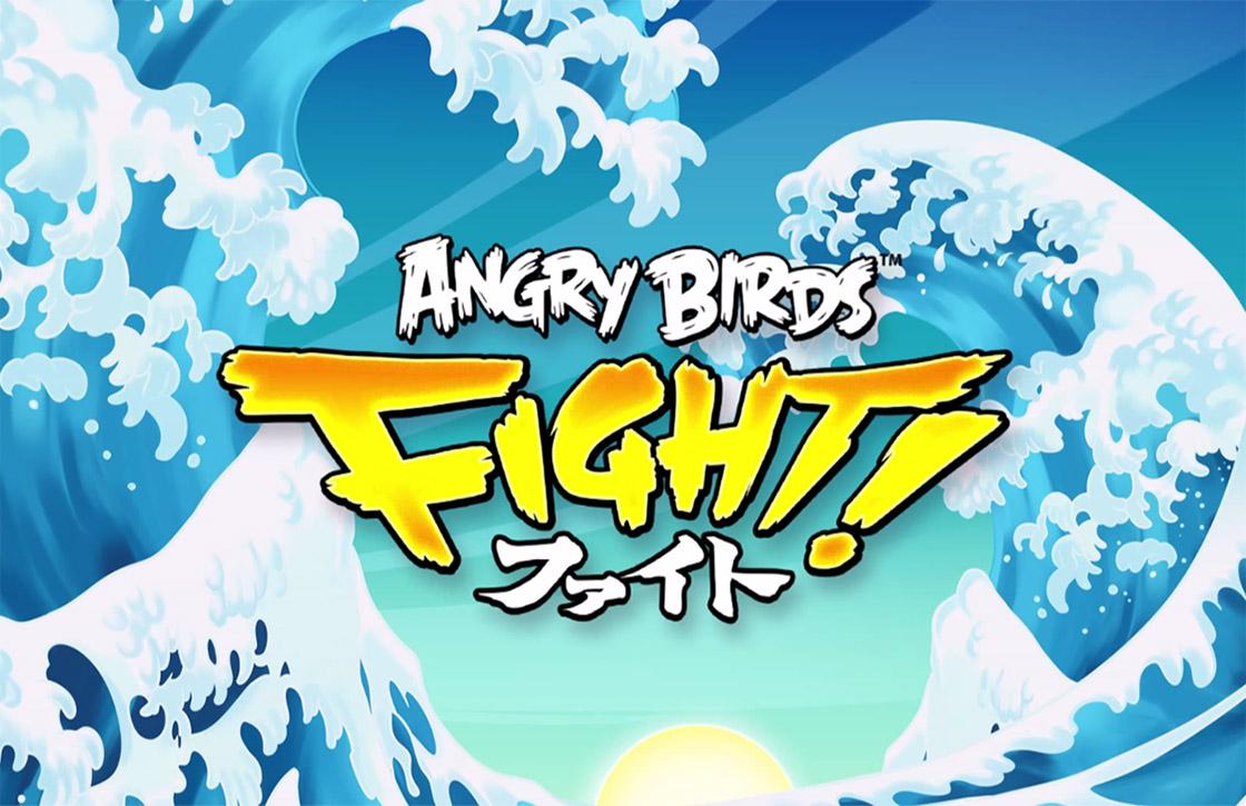 Speel drie op een rij met boze vogels in Angry Birds Fight!