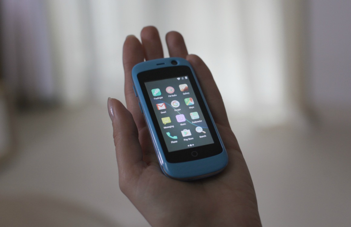 Jelly is een piepkleine 2,4 inch-smartphone met 4G en Android 7.0