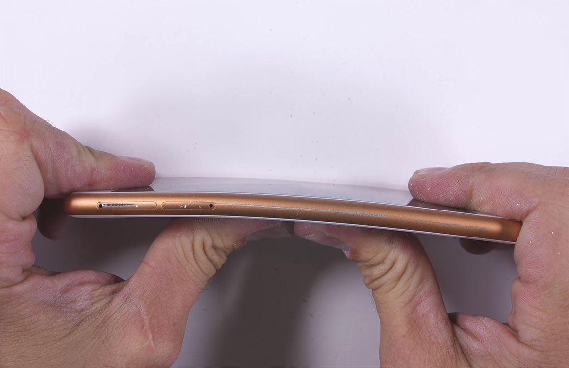 Video: Nokia 3 overleeft buigtest in stevigheidsproef