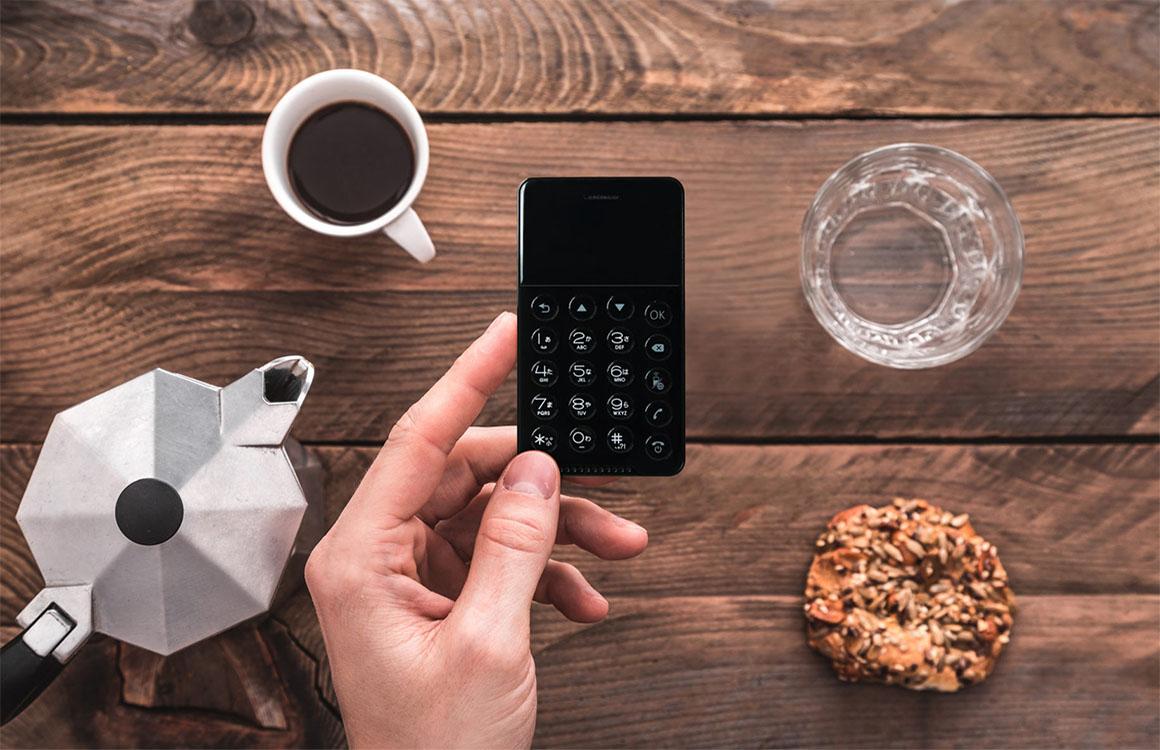 Deze Android-telefoon is zo groot als een bankpas