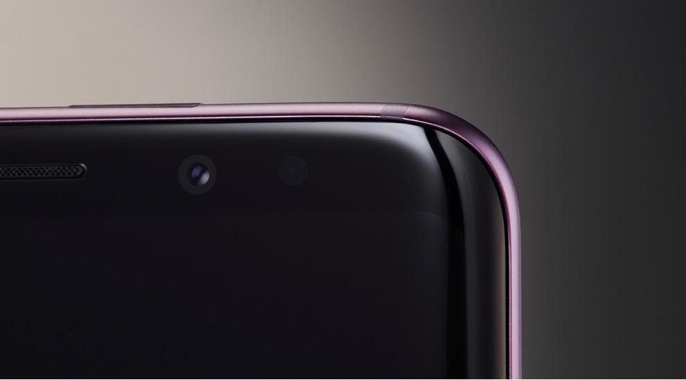 a8de51f1f8b Nieuw voor de Galaxy S-lijn is de dubbele camera. Althans, alleen de  grotere Galaxy S9 Plus heeft er eentje. De reguliere S9 moet het met een  enkele lens ...