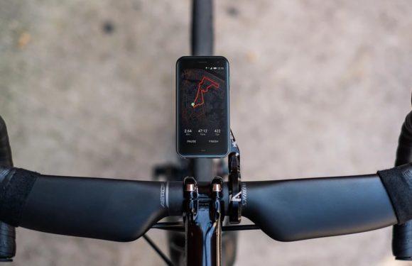 'Boete voor appen op de fiets wordt 95 euro'