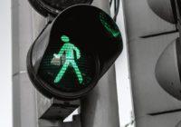 Hoe steden zich aanpassen om 'smartphone zombies' veilig te houden