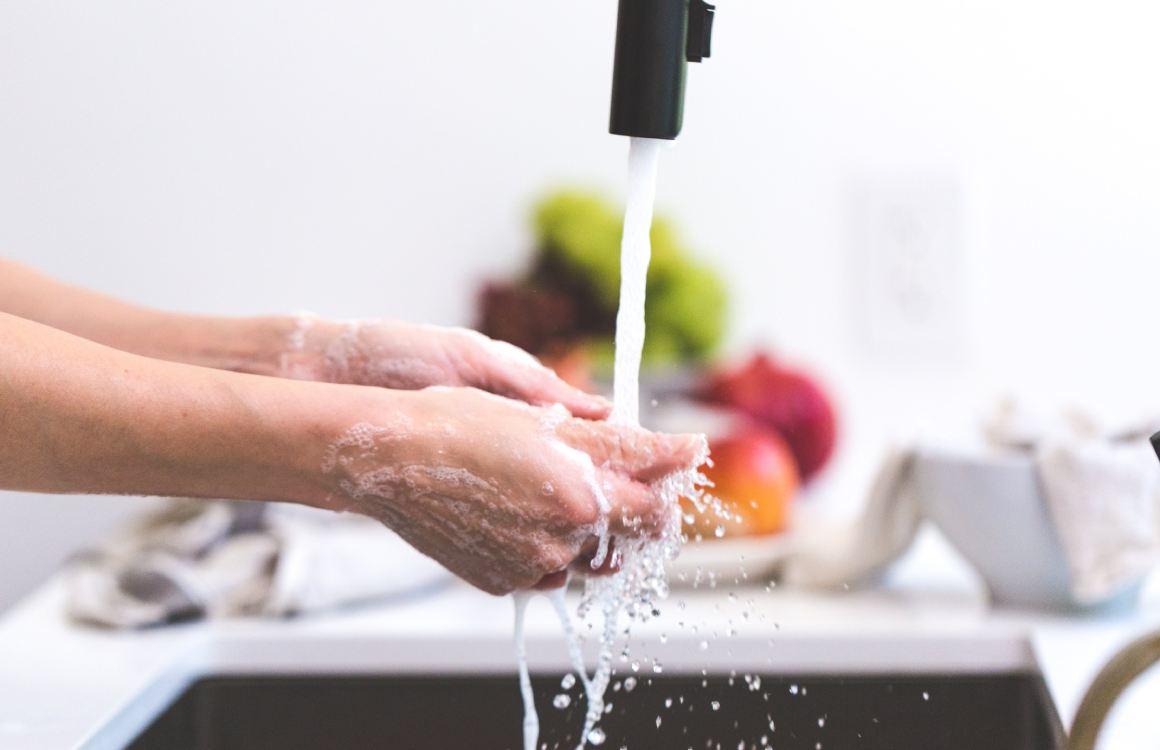 Wat je moet weten over bacteriën en het schoonmaken van je smartphone