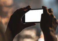 Column: Het smartphonescherm tussen jou en de wereld in