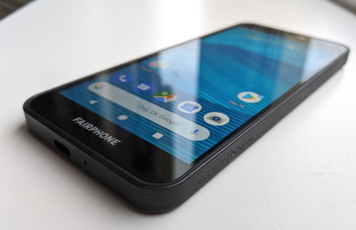 Fairphone 3 zijkant
