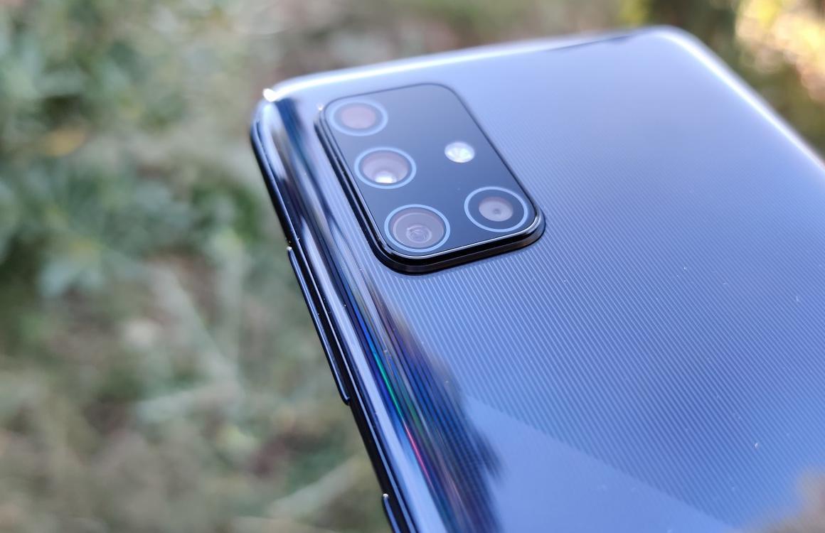 'Galaxy A72 is eerste Samsung-telefoon met 5 camera's achterop'