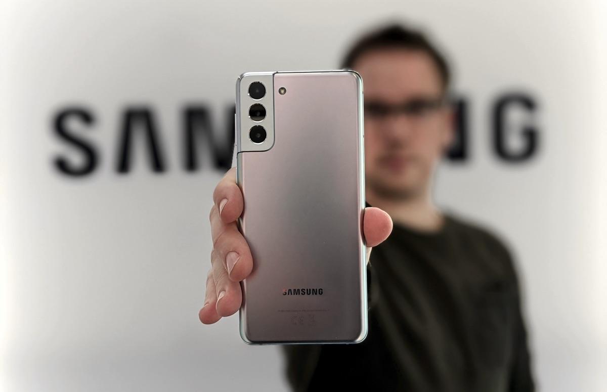 Waarom de Samsung Galaxy S21 geen oplader in de doos heeft