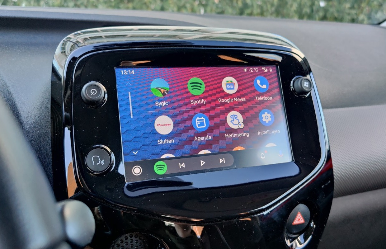 Update: Android Auto krijgt wallpapers en Google Assistent-snelkoppelingen