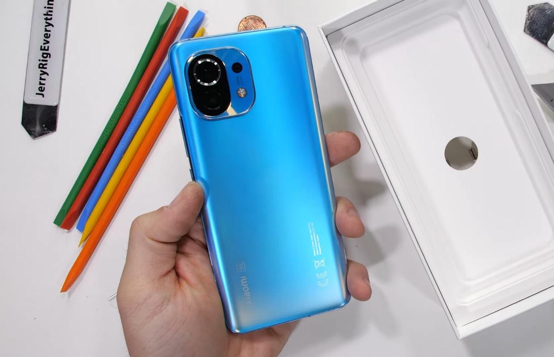 Video: Xiaomi Mi 11 biedt goede stevigheid in 'marteltest'