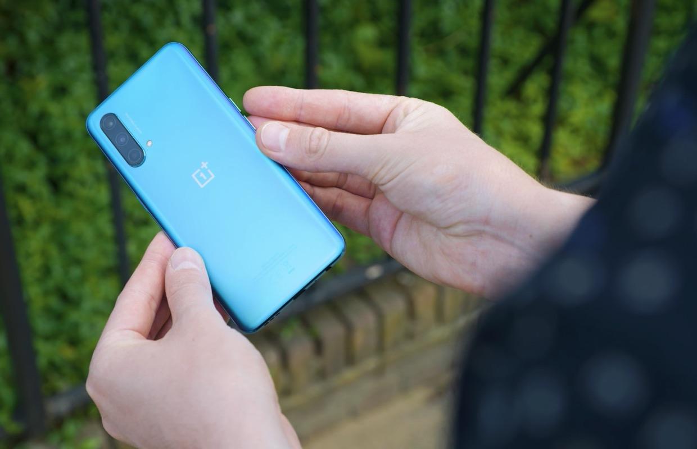 Opinie: waarom ik bijna niemand meer een dure smartphone kan aanraden
