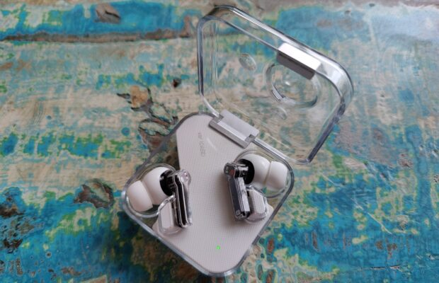 OnePlus Buds Pro vs Nothing ear (1)