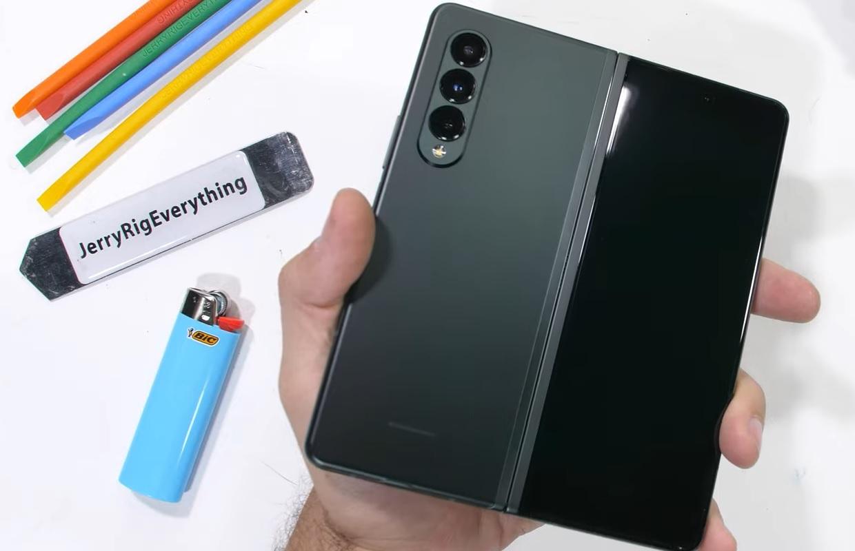 Zo stevig is de opvouwbare Samsung Galaxy Z Fold 3