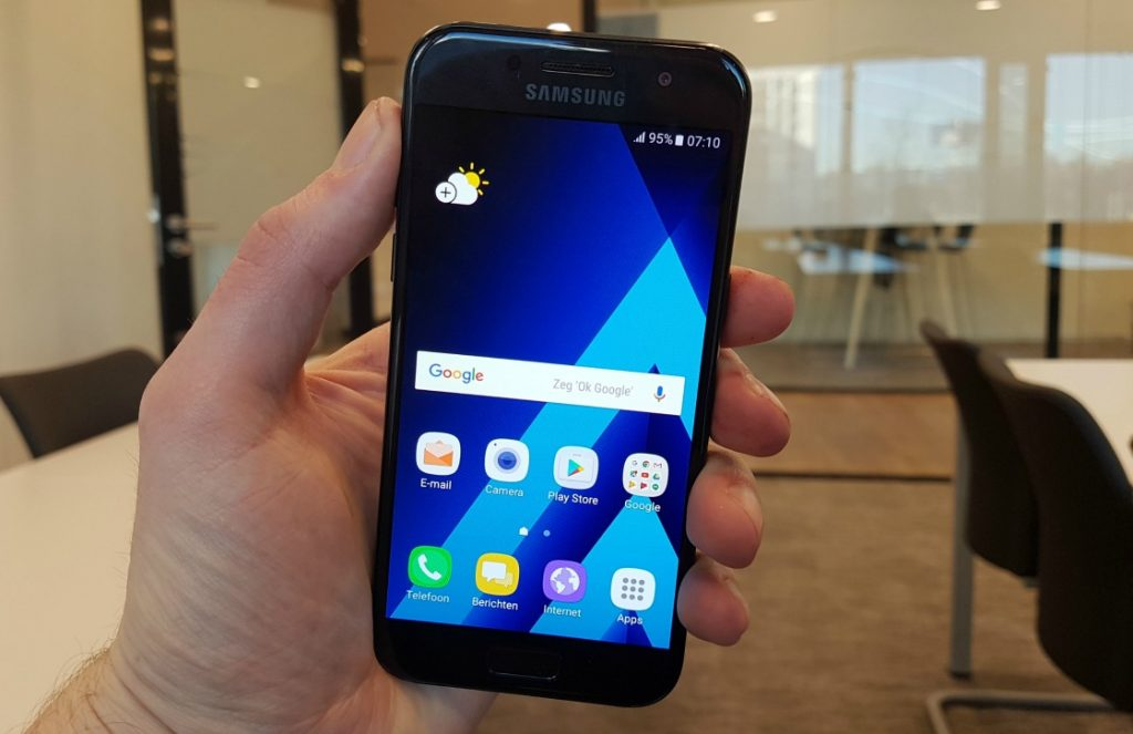 Samsung Galaxy A3 (2017) hands-on
