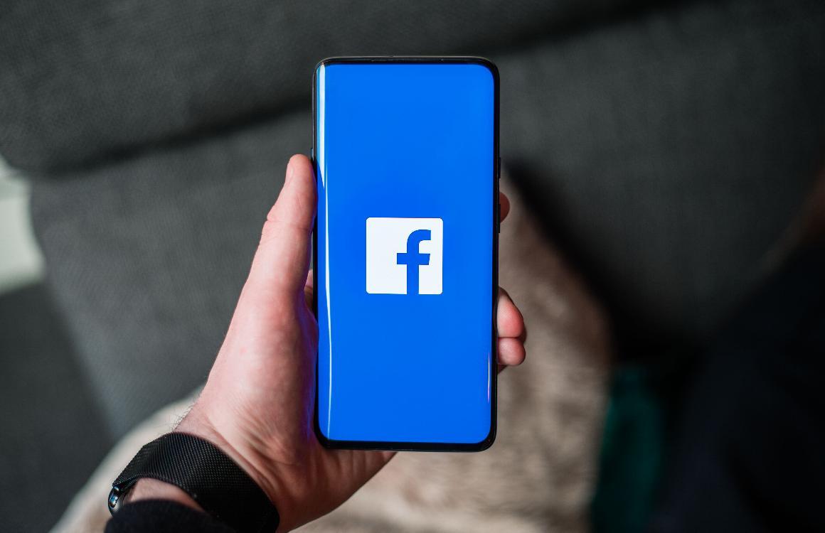 Facebook start met testen donkere modus, ook in Nederland