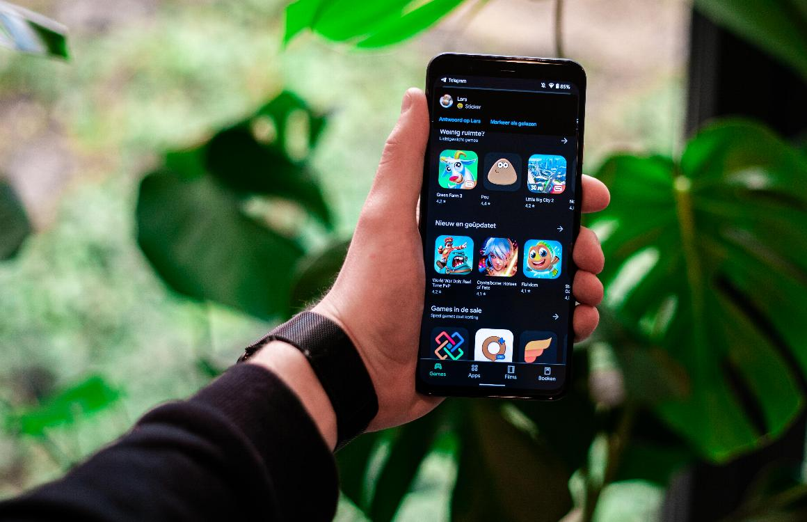Donkere modus Play Store rolt uit naar alle Android-telefoons: zo zet je het licht uit