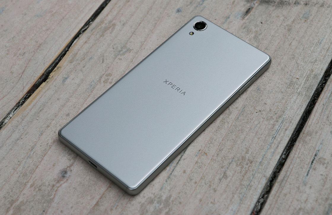Sony Xperia X review: hoge prijs staat midrange toestel in de weg
