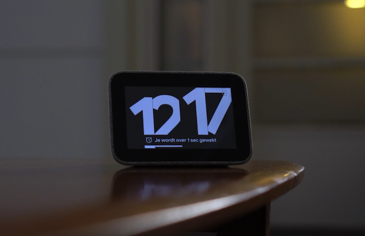Videoreview: Lenovo Smart Clock stopt een Google Assistent in je alarm